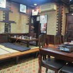 Yakinikugobankan - 店内は地元の皆様に愛され続ける昔ながらのアットホームな焼肉屋さんって感じです。
