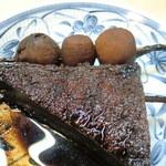 Tompachi - 厚揚げとサトイモ(黒っ)