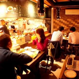 店内はまるでスペインの下町の食堂のような雰囲気♪