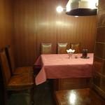 ステーキハウス バロン - 奥のテーブル席