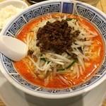 32686876 - 胡麻風味の濃厚担々麺980円、辛さは五段階から選べます。真ん中のノーマルで丁度いい感じでした。