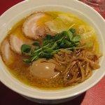 黄金の塩らぁ麺 Ayumi  - ワンタン入りラーメン