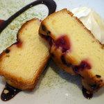 ビストロ・タッキー - ラズベリー&ココナッツのパウンド ケーキ