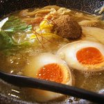 鶏翔 - 濃厚鶏白湯(醤油)味玉のせ!