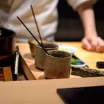 鮨 とかみ - 煮切(にき)り煮詰(につ)めのある漬場(つけば)