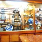 貝つぼ焼 大谷 - 民芸館のような内装