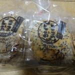 岩塚製菓 - 黒ごまうすやきせんべい