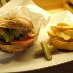 TODDYS - アボカドバーガー。具だけじゃなくて、パンも美味しいので、甘く見る事なかれ。