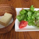 ダ・ペッピーノ - サラダとフォカッチャ