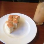 32705751 - フォカッチャ・桃のジュース