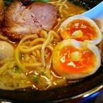 幸北家 - 中太ストレート麺と味玉