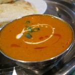 インド・ネパールレストラン マサラ - スペシャル・カレーセット:チキンとトマトのカレー、野菜カレー、チーズ・ナン1