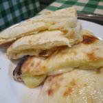 インド・ネパールレストラン マサラ - スペシャル・カレーセット:チキンとトマトのカレー、野菜カレー、チーズ・ナン5