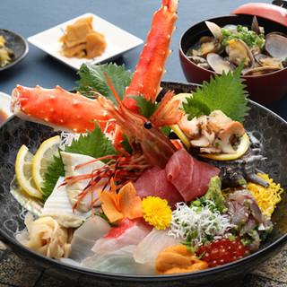 新鮮な魚介をふんだんにつかった海鮮料理がたくさん!