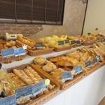 BREAD - お店は赤坂にあるパン屋さんの支店みたいで焼きたてのパンが沢山並んでました、パンはどちらかと言えばハード系が多いのかな?  この日も朝食用のパンを中心に数品購入です。