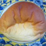 BREAD - クリームパン180円。