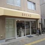 BREAD - お店は明治通り沿い、地下鉄唐人町駅4番出口付近にりますよ。