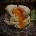32711451 - 燻製卵は最初から割られてあり、この状態で出てくる。