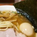 中華めん処 道頓堀 - スープのアップ