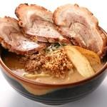 蔵出し味噌 一六 - 料理写真:ダントツ一番人気の「北海道味噌漬炙りチャーシュー麺です