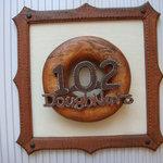 102ドーナッツ - ドーナッツの看板