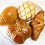 ピーカブー - さくさくメロンパン!くるみスィート!クリームパン!クロワッサン!できたてパンは暖かくて美味い!