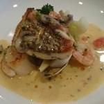 フレンチグリル・アンジェリック - 鯛と魚介のポアレ(付け合わせも豊富)