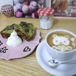 モグ カフェ - カフェラテ、抹茶とチョコのマーブルパウンドケーキ