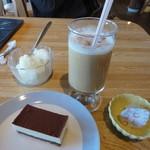 ボンマルシェ さくら - 料理写真:ティラミスとアイスカフェラテ500円アイス350円