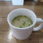 メイドインアイランド - スパム、キャベツ、タマネギのスープ