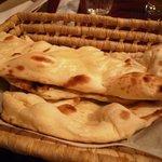 Shanti インド料理レストラン - ナン