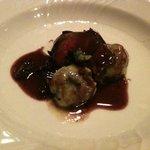 リストランテ エノテカ・イゾラベッラ - リコッタチーズとホウレン草のニョッキ、鳩の赤ワイン風味のソースで