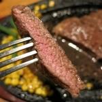 ロックサイド. - ステーキのアップ(右側)