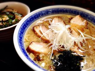豊 - 背脂チャーシュー麺とたまご飯