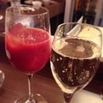 32736693 - スパークリングワインとブラッドオレンジジュース