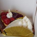 西洋菓子 家田 - 今回はチェリータルトとれあチーズをいただきました。