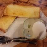 リオ - 厚焼きトーストと茹で玉子