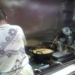豊野丼 - 鍋は具材でいっぱいです!