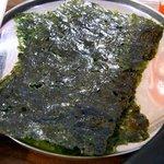 チャンチ - 韓国風の味付け海苔です。3枚入っていました。そのままで食べてもよし、ご飯の上に乗っけて食べてもよし、スンドゥブに入れてもよし。本当に万能海苔です。