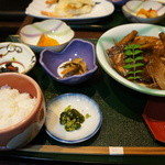 い川 - 今日の日替わり(鯛のあら炊き)定食840円(税別)