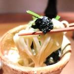 日本料理 幸庵 - 新潟の海藻を練り込んだ胡麻だれうどん 根セロリ、ぶぶあられ、もみ海苔、へべす
