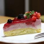 メゾン ド フルージュ - いちごのチーズケーキ【540円】