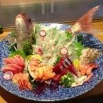 寿司割烹 志んや - 料理写真:鯛の姿造り。(入荷状況については、お電話で確認をお願いします)