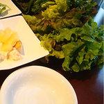 韓味里 - 焼肉を包んで食べる葉野菜。