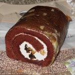 菓子工房 レタン - 「かやの樹ロール ハーフ(\690)」。