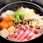 馬桜 - すきしゃぶ鍋。簡単にいうとすきやき味のしゃぶしゃぶです。こちらもしゃぶしゃぶに続き大人気です。