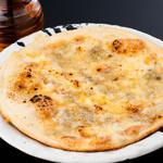 馬桜 - 4種のチーズとはちみつのピッツァ。
