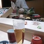 寿司田 - 白木がまぶしいカウンター