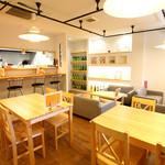 和牛処 Hana - 店内には、カウンター席・ソファ席・テーブル席をご用意しております。