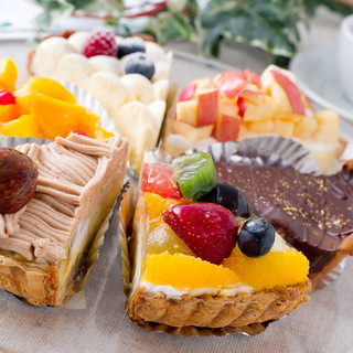 姉妹店のケーキ工房直送のパティシエのケーキ500円